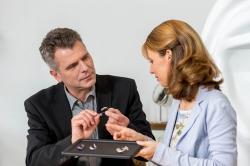 Hilfe, ich verstehe meinen Arzt nicht Studie verweist auf Hörprobleme…