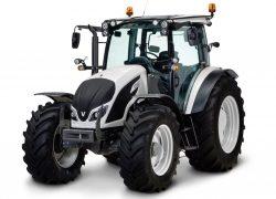 SOLVARO liefert passgenaue Lüftungsgitter für Valtra Traktoren