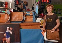 Soulgoods Düsseldorf mit Taschen und T-Shirts: Gut für die Seele…