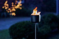Gartenfackel aus Guss: Die Feuerblume für lange Nächte