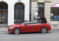 Cabrio mit offenem Verdeck parken: Was sagt Versicherung
