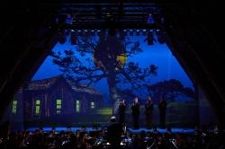 Der Mond im Mittelpunkt eines kleinen Welttheaters