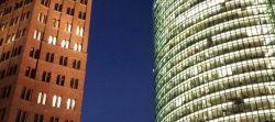 Architektur: Kanten, Schnittflächen, Kristallstrukturen
