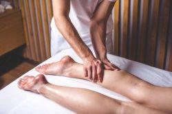 Was macht die Therapieliege zur Wellnessliege?