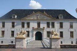 Kunsttage Dornum: Skulpturen und Malereien im Schloss