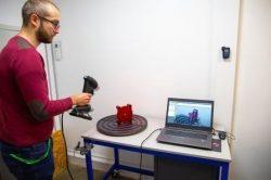 Protolabs eröffnet neues messtechnisches Labor und erweitert das Angebot um Mess- und Prüfdienste