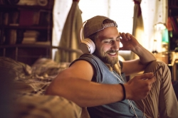 Tipps zum Weltradiotag 2020: Internetradio zuhause und unterwegs empfangen