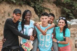 """""""Stopp!"""" – Wie Eltern ihre Kinder gegen Rassismus stärken können / Ein Ratgeber der SOS-Kinderdörfer weltweit"""