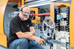 Digitales Lernen für Maschinenbediener: Live-Online-Trainings von Schenck RoTec