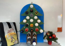 DIY: Ein neuer Adventskalender aus alten Trinkflaschen zum Selbermachen