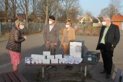 Unternehmer-Ehepaar spendet Schutzausrüstung und Masken für die Grundschule Algermissen