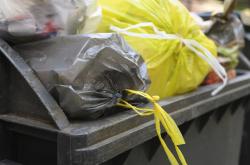 Überfüllte Mülltonne: Was tun? – Verbraucherinformation der ERGO Rechtsschutz Leistungs-GmbH