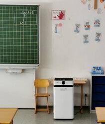 Dentdeal rüstet Passauer Schulen mit Airdog-Luftreinigern aus